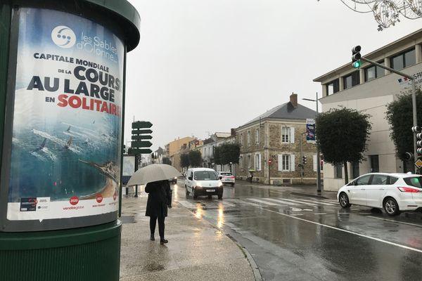 Dans les artères commerçantes des Sables-d'Olonne, on est loin de l'effervescence qui précède habituellement les arrivées d'un Vendée Globe.