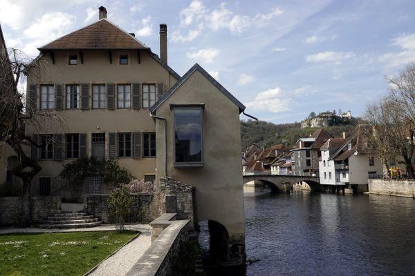 Le musée Courbet est en fait la maison d'enfance du peintre, à Ornans.
