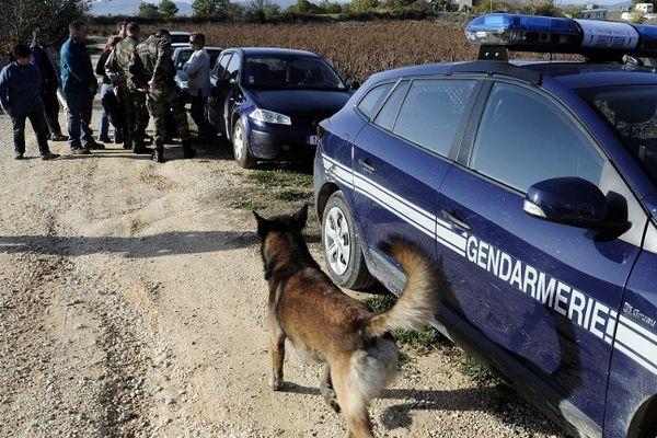 Barjac (Gard) - Les gendarmes et les volontaires recherchent Chloé depuis vendredi - 14 novembre 2012.