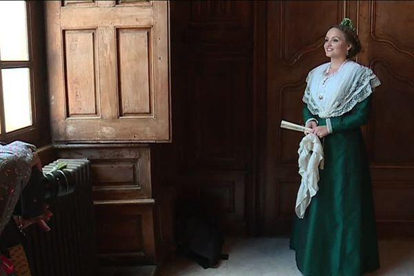 En 2017, Naïs Lesbros a été élu 23ème reine d'Arles.
