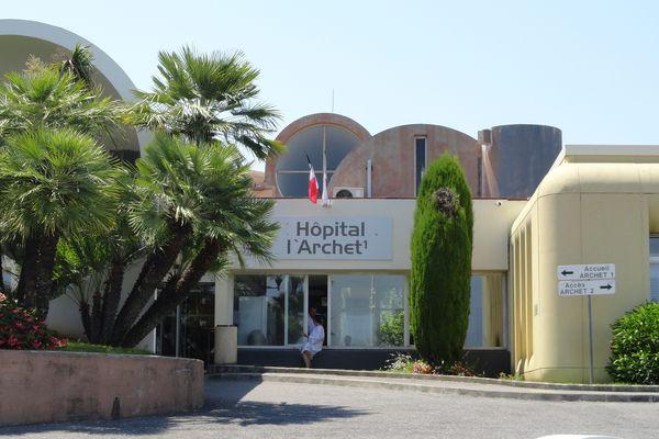 La patiente aurait été prise en charge au CHU de Nice.