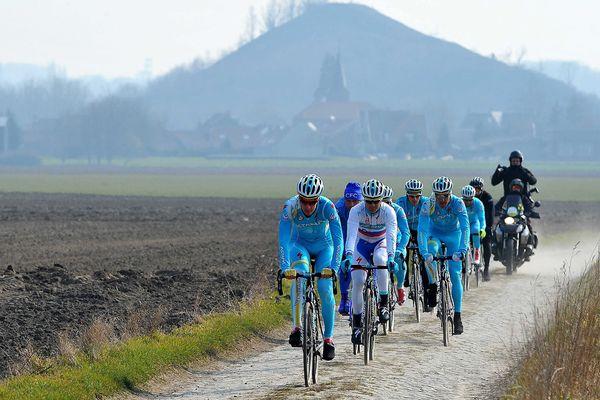 L'équipe Astana, hier, lors des reconnaissances du parcours.