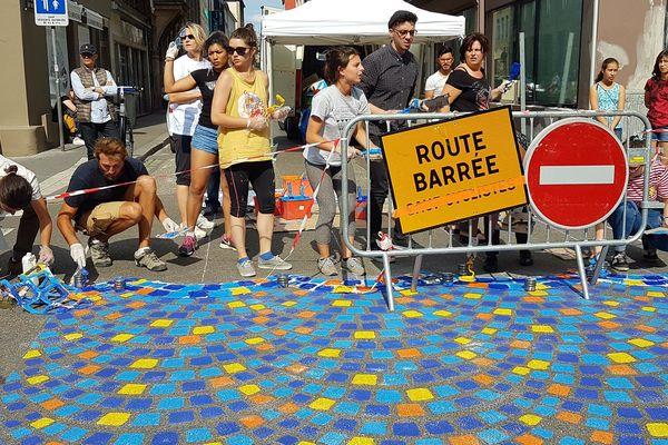 Désormais colorée et interdite à la circulation, la rue du Jeu-des-Enfants créée l'événement à Strasbourg