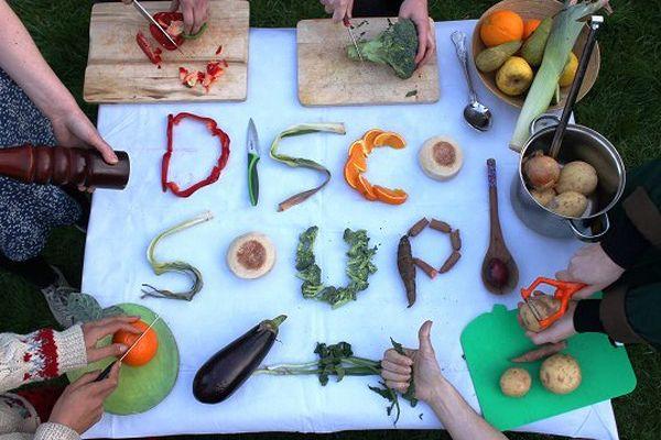La Disco Soupe, un mouvement festif de lutte contre le gaspillage alimentaire.