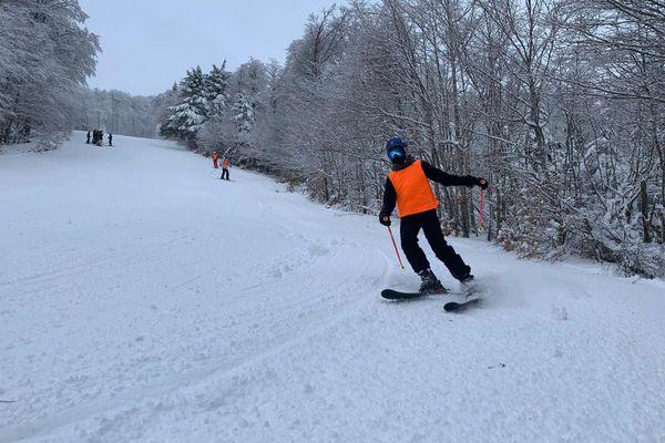 Unique journée de ski sur les pistes de la station Alti Aigoual, dans le Gard pour une quarantaine d'enfants et d'adolescents inscrits dans des clubs de ski locaux