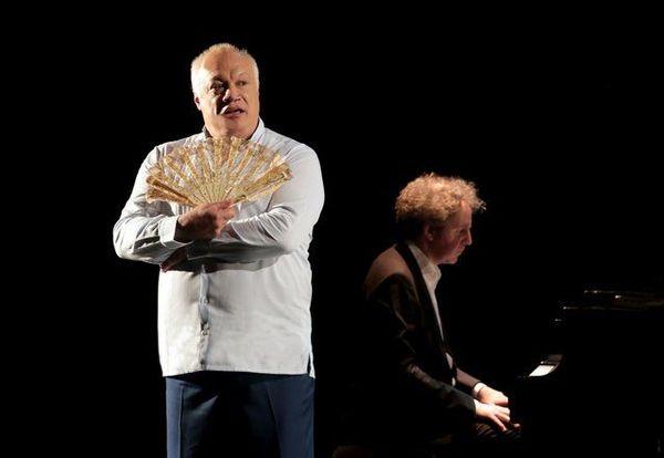 Eric-Emmanuel Schmitt sera sur scène aux côté de Nicolas Stavy au piano dans Madame Pylinska et le secret de Chopin.