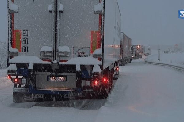 Les camions poids-lourds étaient bloqués jeudi soir sur les routes de Haute-Loire.