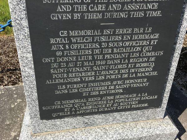 Mémorial en hommage aux 97 hommes du Royal Welsh Fusiliers morts aux alentours de Saint-Venant entre le 23 et le 27 mai 1940.