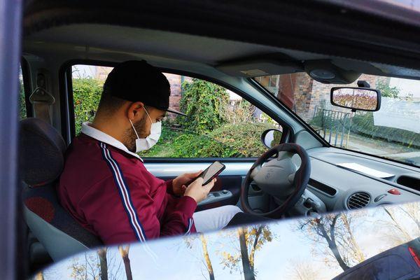 Soufyane, habitant de Croix-Rouge venu d'Algérie, est chauffeur livreur depuis la sortie du premier confinement.