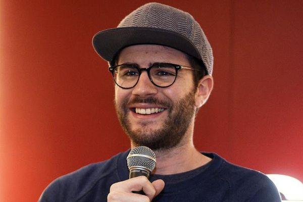 Cyprien Lov, dit Cyprien, blogueur, podcasteur, youtubeur, acteur, doubleur, scénariste de films, scénariste de BD et animateur français à la Fnac de Lille (Nord), le 3 février 2016.