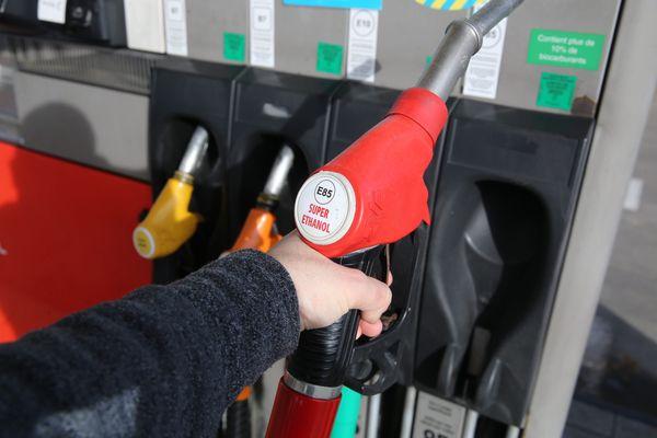 L'Ethanol, c'est l'une des solutions envisagées par Bercy pour faire baisser le prix à la pompe en Corse.