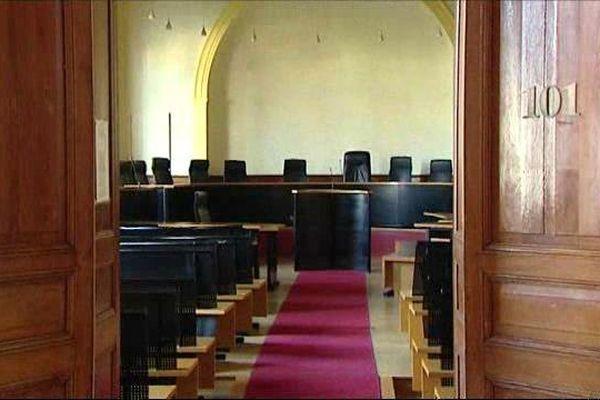 Salle d'audience déserte au palais de Justice de Châteauroux (Indre) -  20 octobre 2015