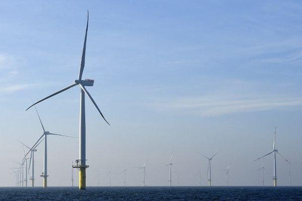 """Parc éolien offshore """"Amrumbank West"""" au large de l'île de Helgoland en Allemagne - 11/2015"""