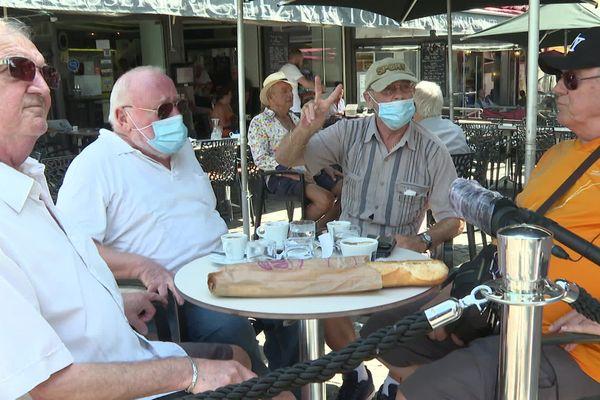 A Antibes, les seniors sortent masqués, pas tous !