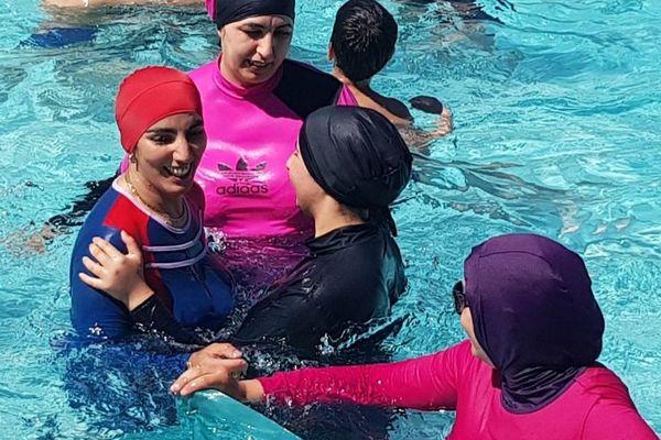 Dimanche, une dizaine de femmes vêtues de burkini s'étaient baignées dans la piscine Jean-Bron à Grenoble.