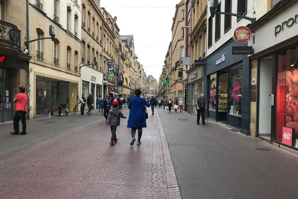 Les soldes ont démarré sous la grisaille à Metz