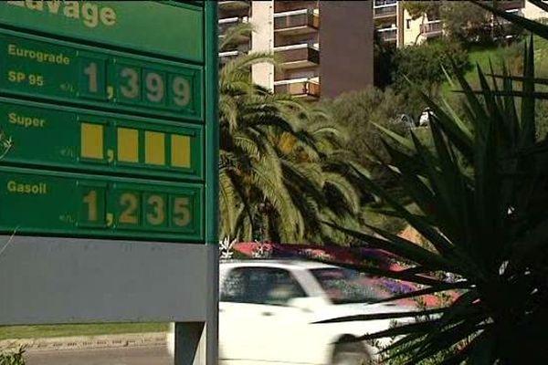 A la pompe, la baisse des prix est visible.