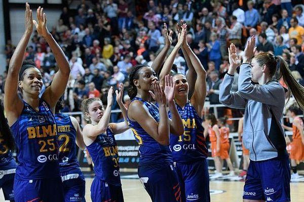 La joie des gazelles à l'issue de leur victoire contre Bourges : en route pour la finale!