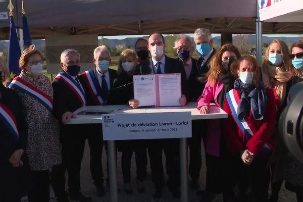 Le Premier ministre Jean Castex a signé le protocole pour lancer les travaux de déviation de Loriol et Livron-sur-Drôme, samedi 27 mars.
