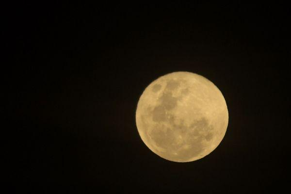 Vendredi 27 juillet, on pourra observer la plus longue éclipse lunaire du siècle. A cette occasion, Jean-Jacques Favier, astronaute, et des astrophysiciens renommés auront le regard tourné vers les étoiles depuis Isserteaux, dans le Puy-de-Dôme où est organisé le 1er Festival Astr'Auvergne.