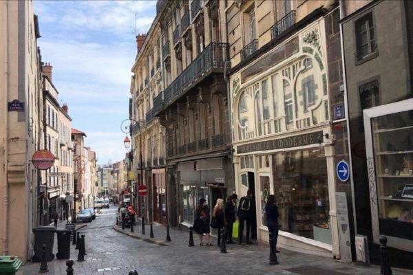 Les commerçants de la rue du Port à Clermont-Ferrand s'organisent pour faire vivre le quartier malgré le confinement.