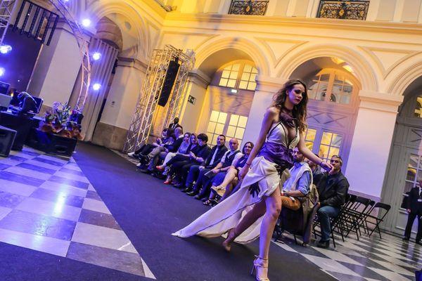 Défilé de la marque de prêt-à-porter Donne-moi la main lors de la toute première Fashion week de Bordeaux au Palais de la Bourse.
