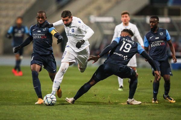 Auteur de 8 buts en 9 matchs, Mickaël Le Bihan est l'homme en forme de l'AJA.