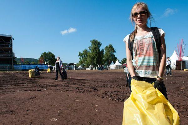 Parmi les missions proposées, le nettoyage du site chaque lendemain de concerts aux Eurockéennes