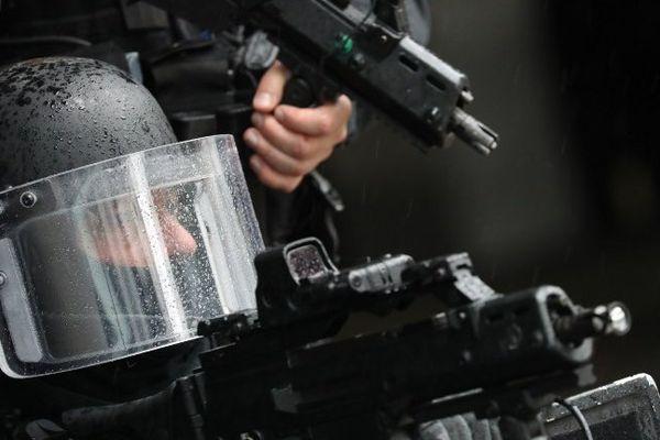 Un homme du RAID lors d'un exercice, le 31 mai 2016 au Stade de France à Saint-Denis