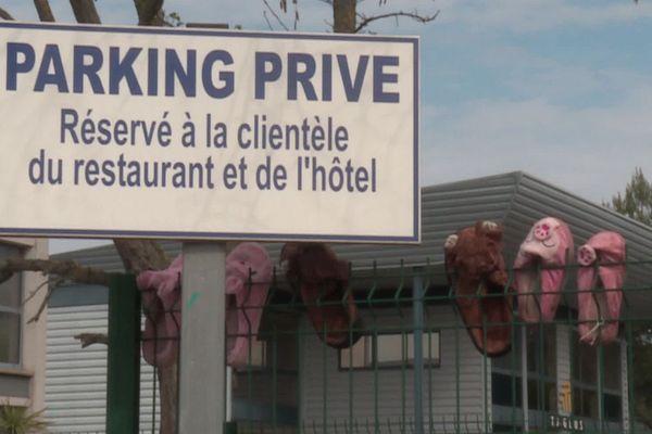 Montpellier - un parking d'hôtel occupé par des caravanes de gens du voyage - 30 mars 2020.