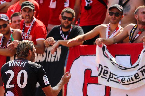 Le 25 août, face à Nice, à la demande de l'arbitre, Renaud Ripart est allé parler aux supporters nîmois.