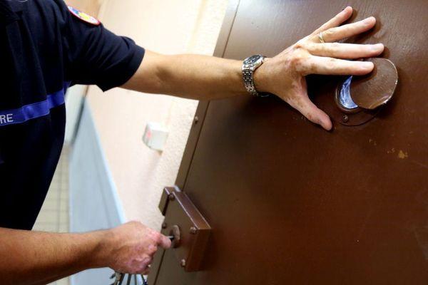 Les besoins de recrutement en surveillants de prison sont très importants, mais la profession n'attire pas.