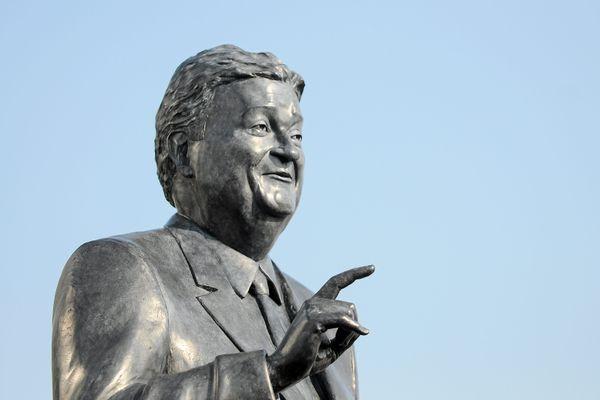 La statue de Georges Frêche à Montpellier.