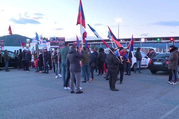 Environ 80 manifestants et 30 véhicules ont bloqué le péage du Boulou, en direction de l'Espagne, ce vendredi matin.