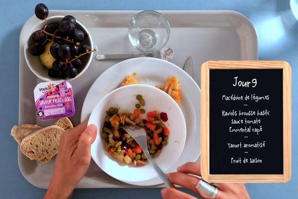 Chaque jour, la journaliste teste le plateau repas des cantines scolaires de Marseille