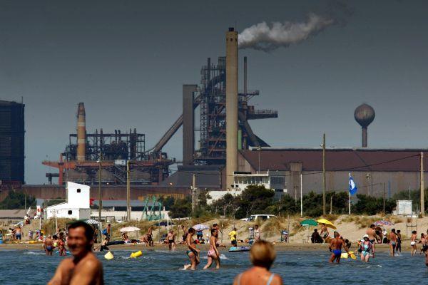 La fédération France Nature Environnement alerte sur l'état vieillissant des usines chimiques de l'étang de Berre.