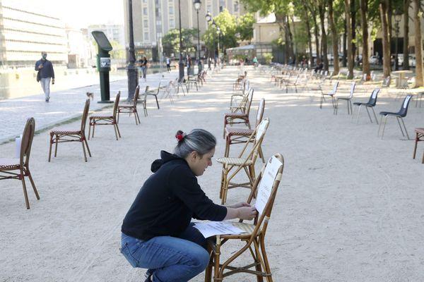 L'opération 1 000 chaises vides a été organisée par un collectif de commerçants du bassin de la Villette le 19 mai.