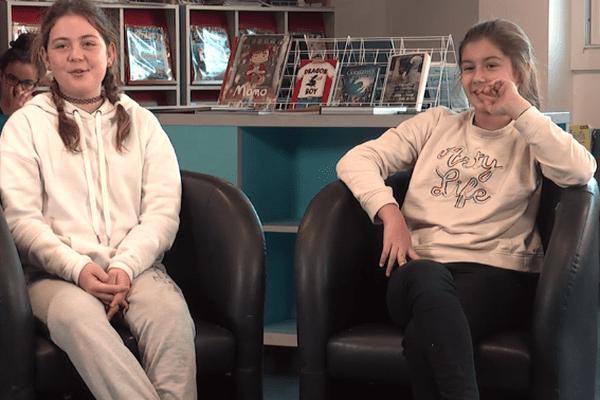 Des jeunes de Cagnes sur Mer sont interviewés par d'autres jeunes sur la mort de Johnny Hallyday en décembre 2017.