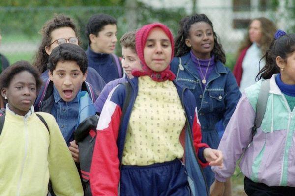 Fatima Achaboun, l'une des trois jeunes filles qui a été exclue pour avoir porté le voile en classe - Octobre 1989 à Creil
