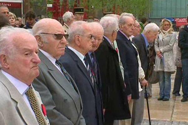 Ils sont 11 anciens combattants de la Seconde Guerre mondiale à avoir été décoré de la Légion d'Honneur vendredi matin Place de Jaude à Clermont-Ferrand.