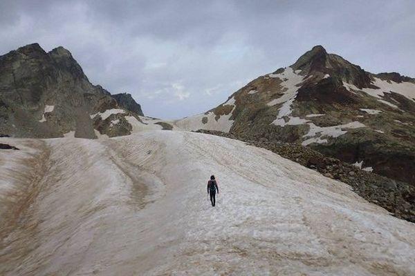 Jour 54 : Pic Gourdon (101ème dalmatien) Romain vers le col des Gourgs Blancs.