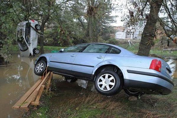 Grabels (Hérault) - des dizaines de voitures emportées par les flots - 7 octobre 2014.