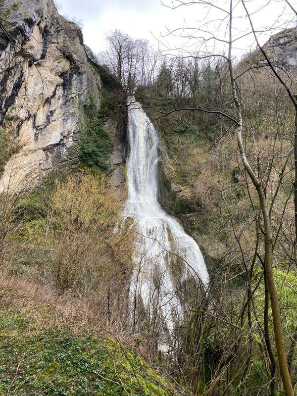 La cascade du bout du monde, après la pluie, à Beure.