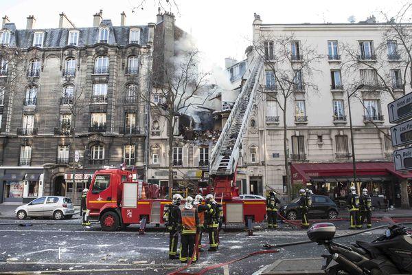 Un important périmètre de sécurité avait été mis en place autour de l'immeuble sinistré, vendredi 20 janvier 2017 à Boulogne-Billancourt.