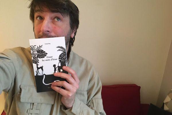 """Julien Millanvoye, auteur et éditeur auvergnat, vient de publier """"Vivent les vents d'hiver"""" aux éditions des Répliquant(s)."""