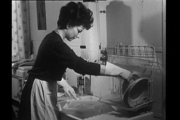 Femme au foyer. 1961
