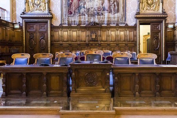 Le tentaculaire dossier des prothèses mammaires défectueuses PIP, au coeur d'un scandale sanitaire dans les années 2010, revient ce 17 novembre devant la Cour d'appel de Paris.