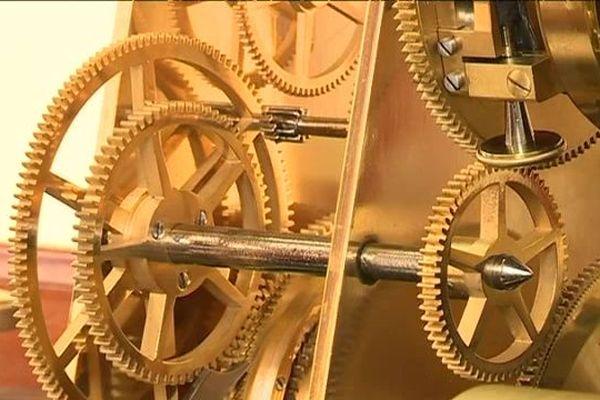 Le mécanisme en laiton après restauration. De nombreuses pièces ont été entièrement fabriquées à l'identique.