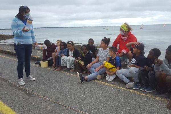 Cette semaine, découverte de l'estran pour ces douze enfants des Mureaux (78). Ils sont en colo apprenante à l'Ile-Tudy.