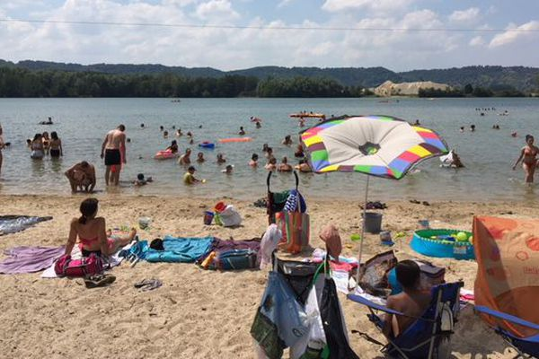 Un dimanche pleinement estival qui s'annonce favorable à la fréquentation des bases de loisirs, comme ici à Jumièges, en Seine-Maritime.